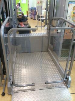 Hublift für Rollstuhl im Innenbereich